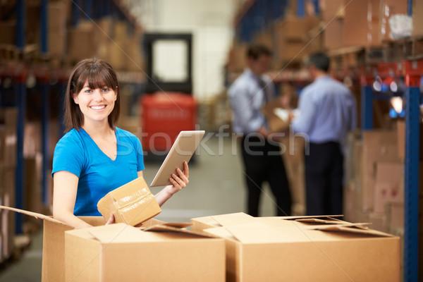 Foto stock: Trabajador · almacén · cajas · digital · tableta · hombre