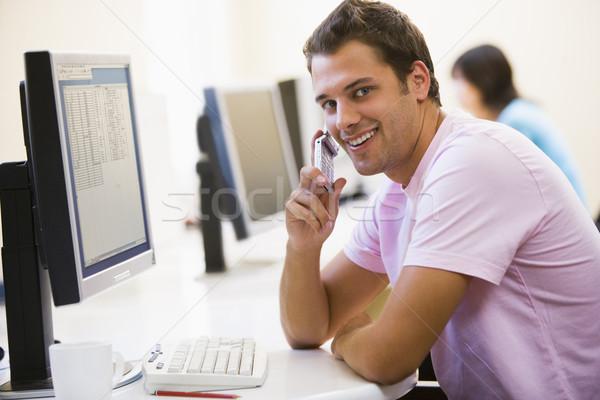 Man vergadering computerruimte mobieltje glimlachend Stockfoto © monkey_business
