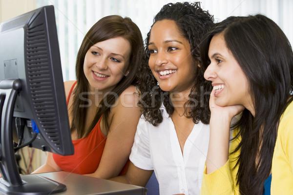 ストックフォト: 女性 · 大学 · 学生 · コンピュータ室 · 女性 · 学生