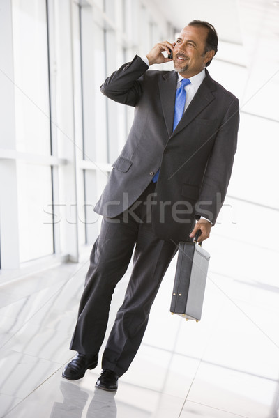 Zdjęcia stock: Biznesmen · mówić · telefonu · komórkowego · lobby · biuro · telefonu