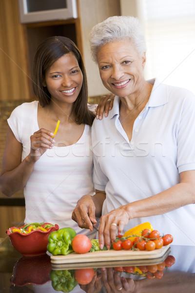 Stock fotó: Anya · lánygyermek · együtt · nők · konyha · mosolyog