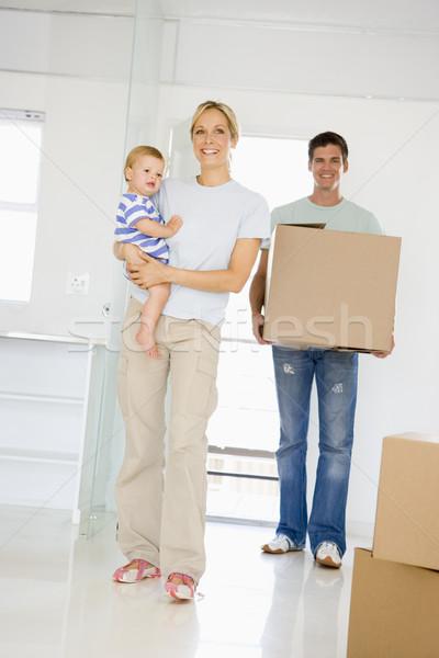 Aile kutu hareketli yeni ev gülen kadın Stok fotoğraf © monkey_business