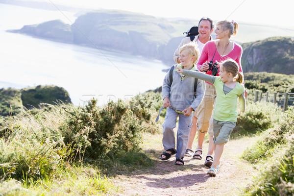Сток-фото: семьи · ходьбе · пути · указывая · улыбаясь · счастливым