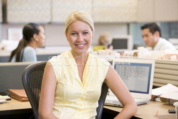 Zakenvrouw glimlachend kantoor man werk Stockfoto © monkey_business