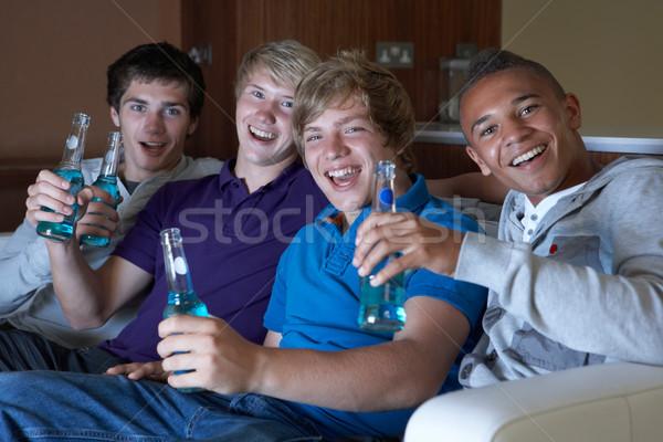 Gruppo ragazzi adolescenti seduta divano home guardare Foto d'archivio © monkey_business