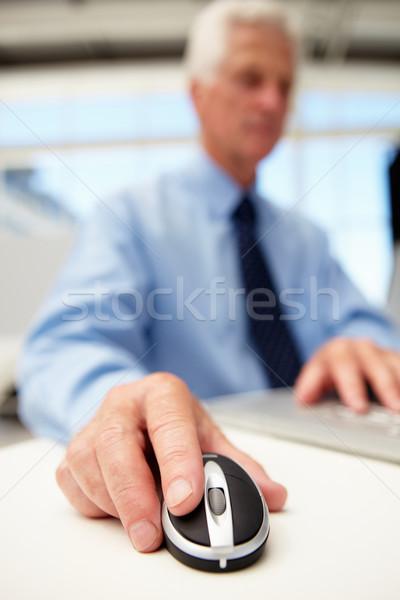 Kıdemli işadamı dizüstü bilgisayar kullanıyorsanız bilgisayar adam çalışmak Stok fotoğraf © monkey_business