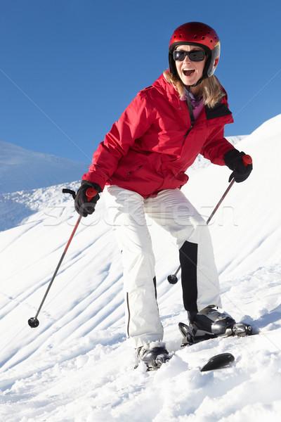 Zdjęcia stock: Kobieta · narciarskie · wakacje · góry · szczęśliwy · śniegu