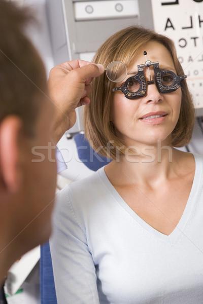 Optometrista exame quarto mulher cadeira saúde Foto stock © monkey_business