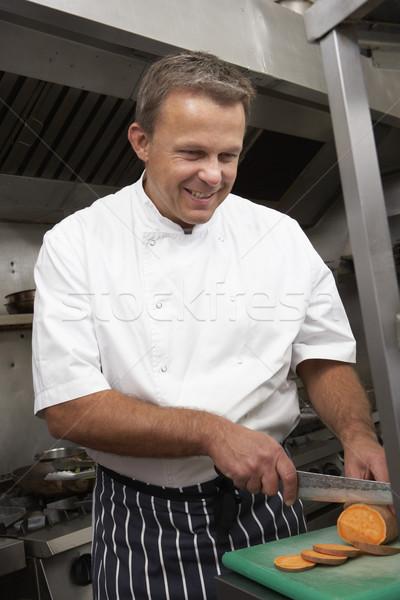 Zdjęcia stock: Mężczyzna · kucharz · warzyw · restauracji · kuchnia · żywności