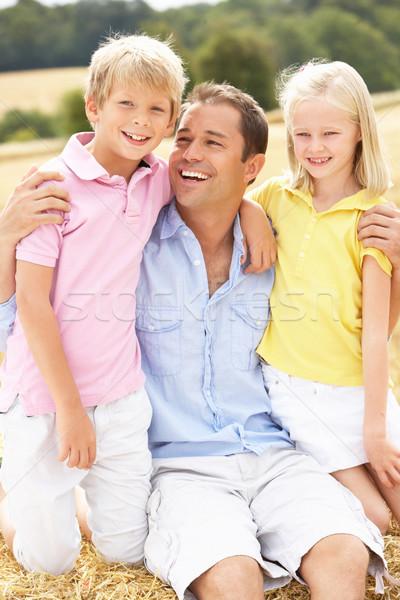 Apa gyerekek ül szalmaszál mező gyermek Stock fotó © monkey_business