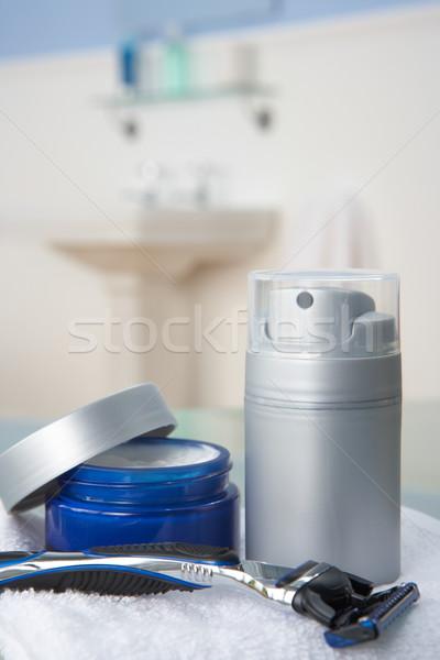 Salle de bain blanche soins Homme peuvent Photo stock © monkey_business