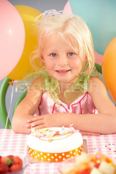 Stockfoto: Jong · meisje · verjaardagstaart · partij · verjaardag · vruchten · cake