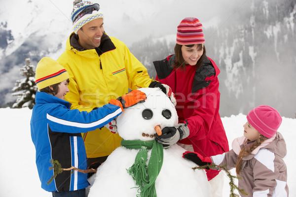 Família edifício boneco de neve esquiar férias montanhas Foto stock © monkey_business
