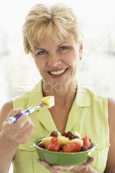 Eten vers fruit salade vrouw voedsel Stockfoto © monkey_business