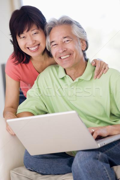 Photo stock: Couple · salon · portable · souriant · femme · heureux