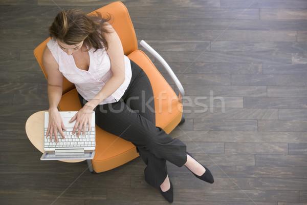 Stock fotó: üzletasszony · ül · bent · laptop · férfi · üzletemberek