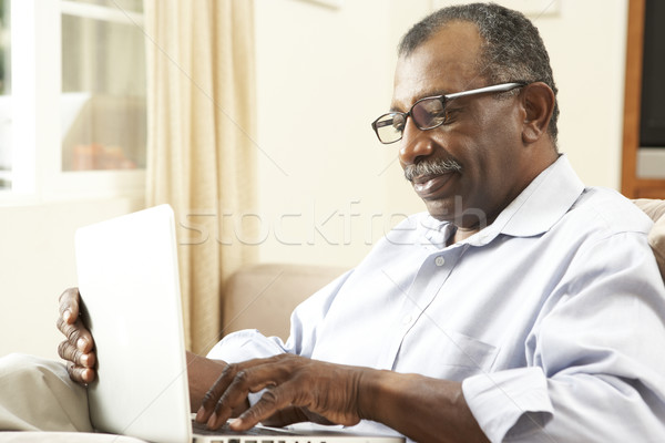 Stockfoto: Senior · man · met · behulp · van · laptop · home · gelukkig · laptop