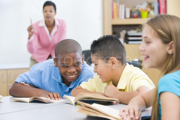 Szkoła podstawowa klasie dwa chłopców kobieta dzieci Zdjęcia stock © monkey_business