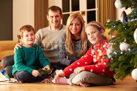 Famiglia regali albero di natale ragazza uomo bambino Foto d'archivio © monkey_business