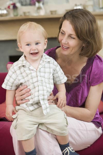 Сток-фото: матери · гостиной · ребенка · улыбаясь · ребенка · мальчика