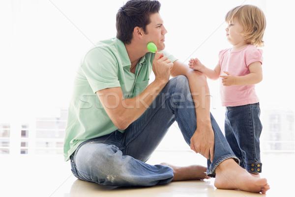 Apa lánygyermek bent játszik lány baba Stock fotó © monkey_business