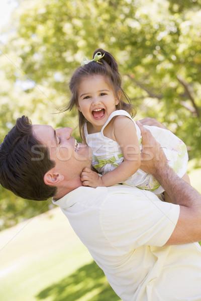 Stock fotó: Apa · tart · lánygyermek · kint · mosolyog · baba