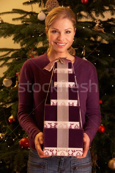 Stockfoto: Vrouw · christmas · geschenken · boom · gelukkig