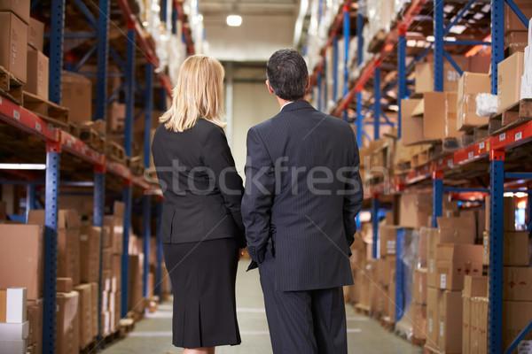 Сток-фото: вид · сзади · деловая · женщина · бизнесмен · склад · человека · женщины