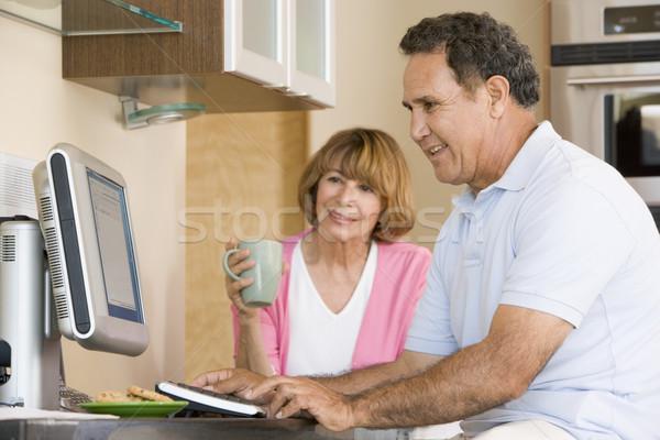 Zdjęcia stock: Para · kuchnia · komputera · kawy · uśmiechnięty · człowiek