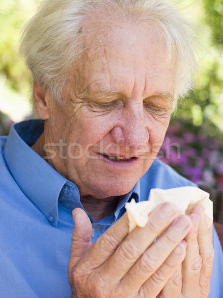 Hombre sonarse la nariz casa enfermos altos frío Foto stock © monkey_business
