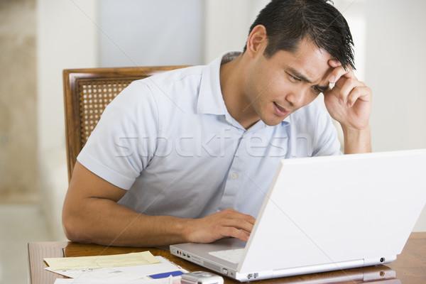 Uomo sala da pranzo utilizzando il computer portatile laptop lavoro ritratto Foto d'archivio © monkey_business