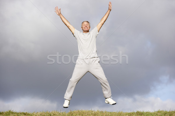 Stockfoto: Senior · man · springen · lucht · gelukkig · fitness