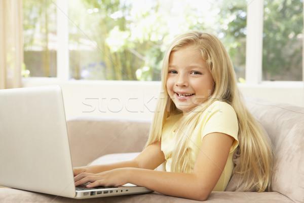 Stockfoto: Jong · meisje · met · behulp · van · laptop · home · kinderen · gelukkig · kind