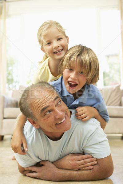 Stockfoto: Grootvader · spelen · kleinkinderen · home · gelukkig · kind