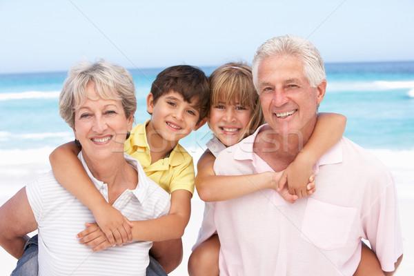 Сток-фото: дедушка · и · бабушка · внучата · расслабляющая · женщину · пляж
