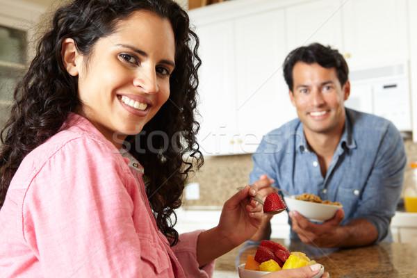 Сток-фото: Hispanic · пару · еды · зерновых · фрукты · женщину