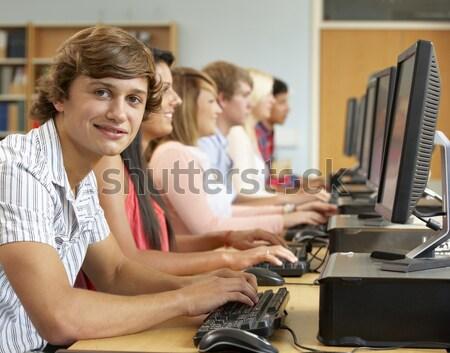 Gruppo studenti lavoro computer classe computer Foto d'archivio © monkey_business