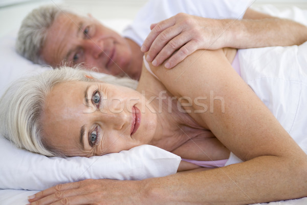 Photo stock: Couple · lit · ensemble · souriant · portrait · chambre