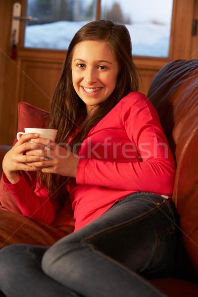 Tienermeisje ontspannen sofa warme drank meisje koffie Stockfoto © monkey_business
