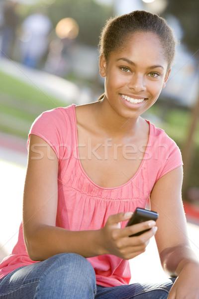 Sesión aire libre teléfono móvil feliz tecnología Foto stock © monkey_business