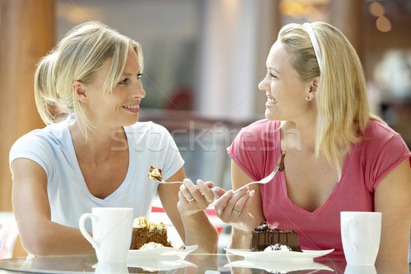 Női barátok ebéd együtt bevásárlóközpont kávé Stock fotó © monkey_business