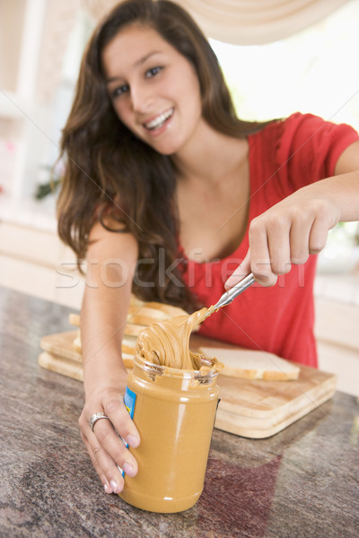 Stockfoto: Tienermeisje · pindakaas · sandwich · home · mes