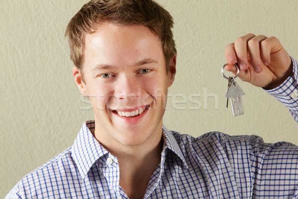 Joven claves primero casa Foto stock © monkey_business