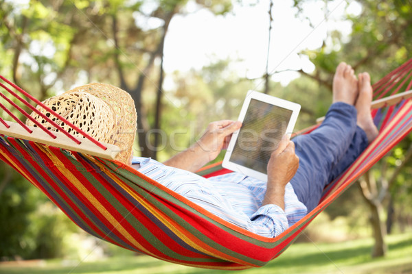 Altos hombre relajante hamaca ebook feliz Foto stock © monkey_business