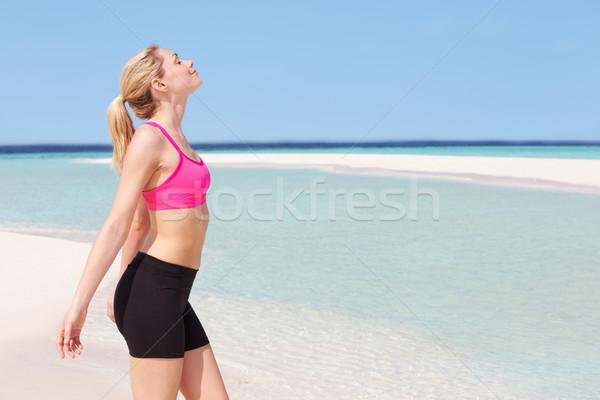 Stockfoto: Vrouw · mediteren · mooie · strand · vrouwen · zand