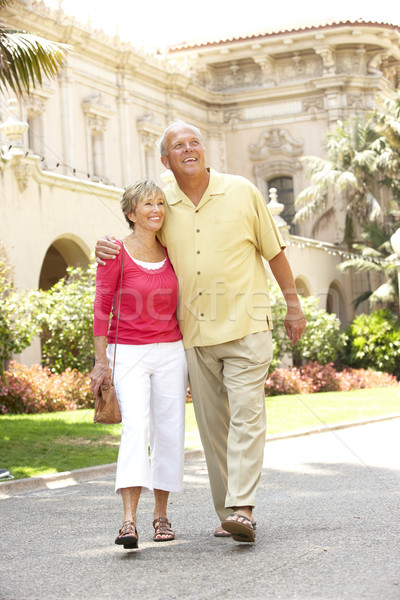 Couple de personnes âgées marche rue de la ville homme ville couple Photo stock © monkey_business