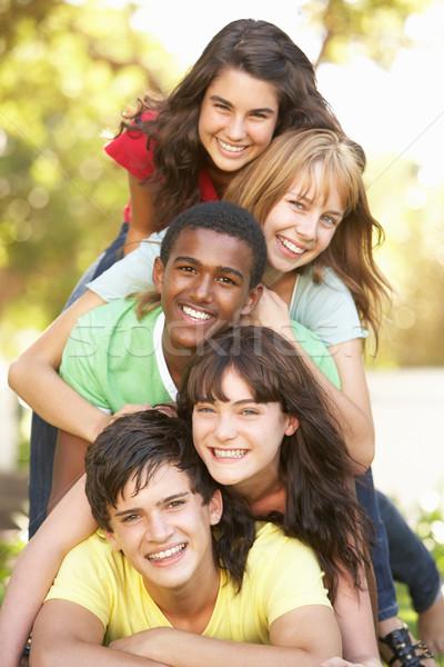 Gruppo adolescenti up parco ragazza felice Foto d'archivio © monkey_business