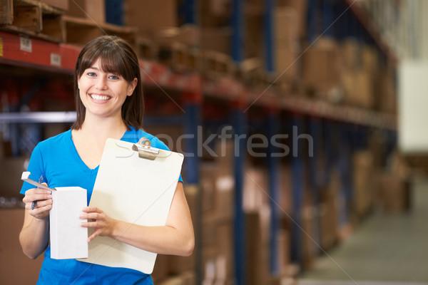 Homme travailleur distribution entrepôt femme femmes Photo stock © monkey_business
