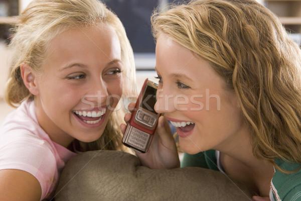 Adolescents suspendu sur télévision amis Photo stock © monkey_business