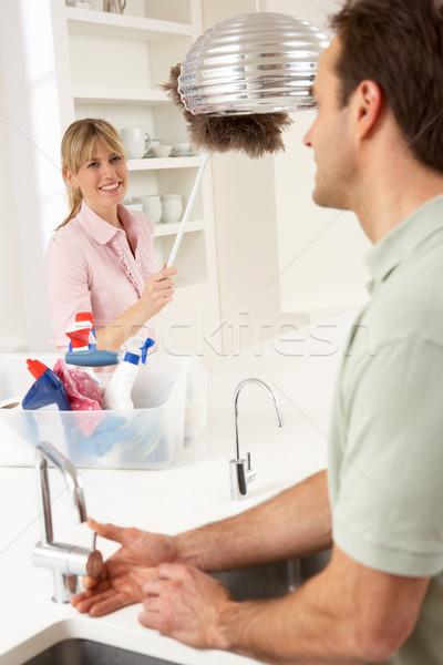 Casal trabalhos domésticos cozinha juntos homem trabalhador Foto stock © monkey_business